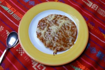 Tostada con arequipe y queso